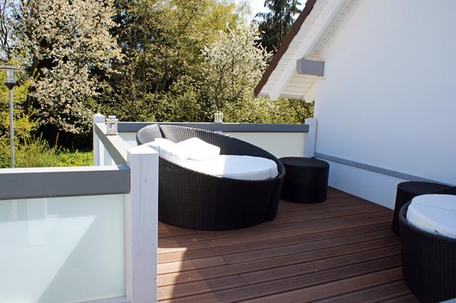 flachdach mit satinierten glas ohne gel nder. Black Bedroom Furniture Sets. Home Design Ideas